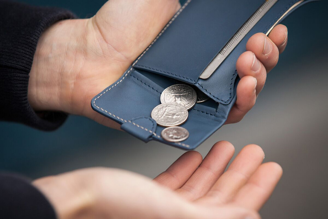 Billfold with coins